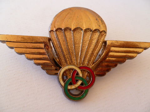 MALAGASY a/b french style badge instr
