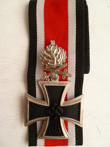 GERMAN WWII REPRO  knights cross w/swords and oakleaves