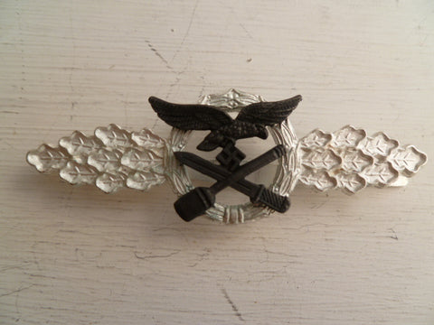 GERMAN WWII REPRO badge L/W close combat clasp silver