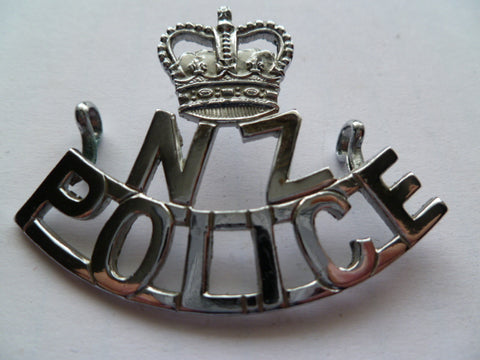 NEW ZEALAND POLICE  old 1960s cap badge