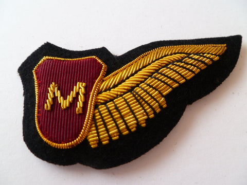 AIRLINE 1/2 WING bullion  M on red shield