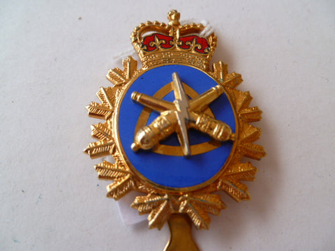 CANADA newer army arty cap badge  slider   maker clamond 1983