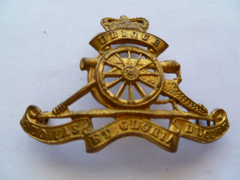 artillery cap badge q/c nice older badge shaped