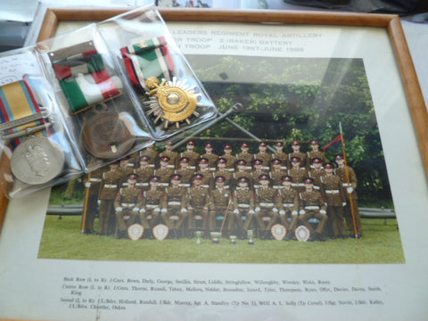 uk group 3 gulf artillery gnr with photo in frame