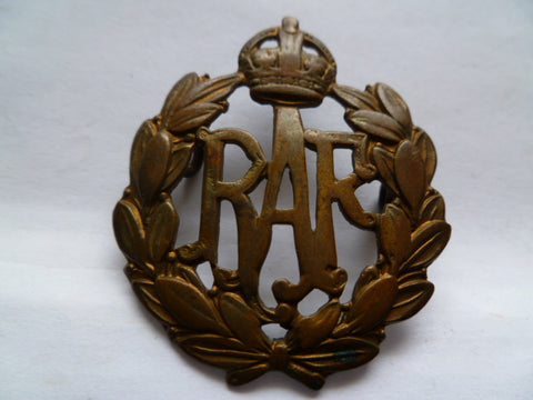 brit ww2 RAF cap badge nice cond 2 lugs
