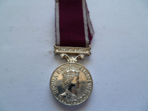 brit mini qe2 army l/s bar reg army medal older govt issue