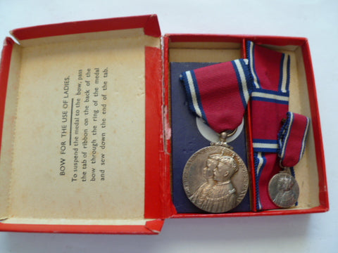 brit 1935 jubilee medal full size and mini in case