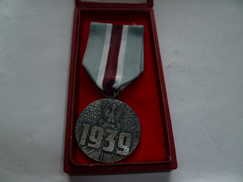 poland ww2 medal cased as issued