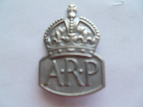 brit ARP collar /lapel badge exc cond and  not silver marked