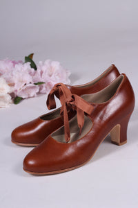 Late 1920's style pumps with shoe lace - Cognac brown - Charlotte
