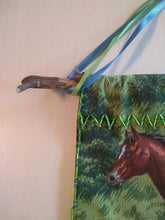 Load image into Gallery viewer, Beaded Horse Tapestry Wall Decoration