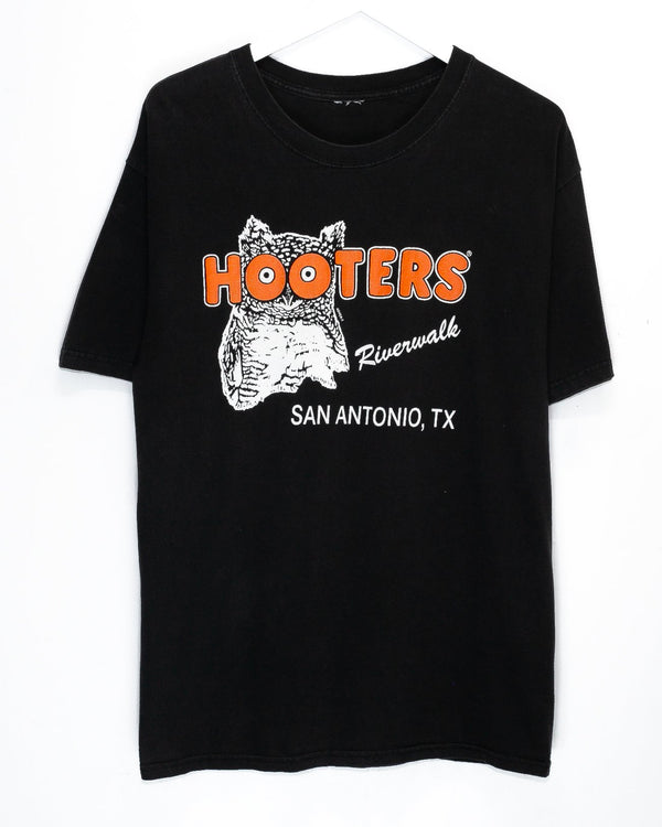 Vintage Hooters T-Shirt <br> (L)