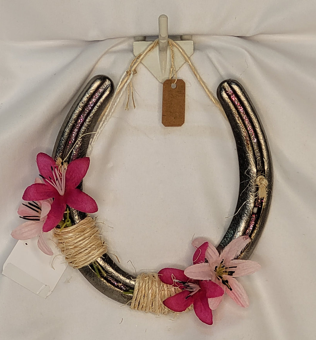 Single Horseshoe - Small Pink Flowers & Twine