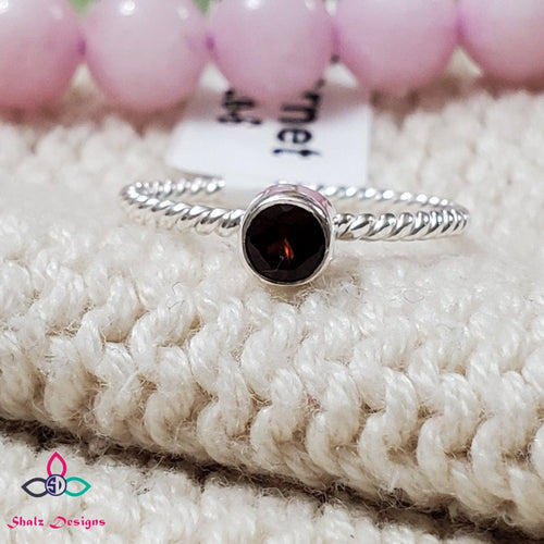 Genuine Garnet Ring, Dainty Ring, Christmas Gift, Valentines Day, Silver Ring, Canada Day, Birthstone Jewelry, Ring Size 6US, Z71