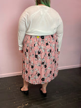 Load image into Gallery viewer, Baby Pink, Black, and White Floral Who What Wear Pleated Maxi Skirt, Size 26