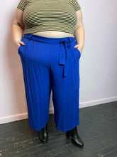 Load image into Gallery viewer, Cobalt Blue Torrid Pants with Tie Belt, Size 4