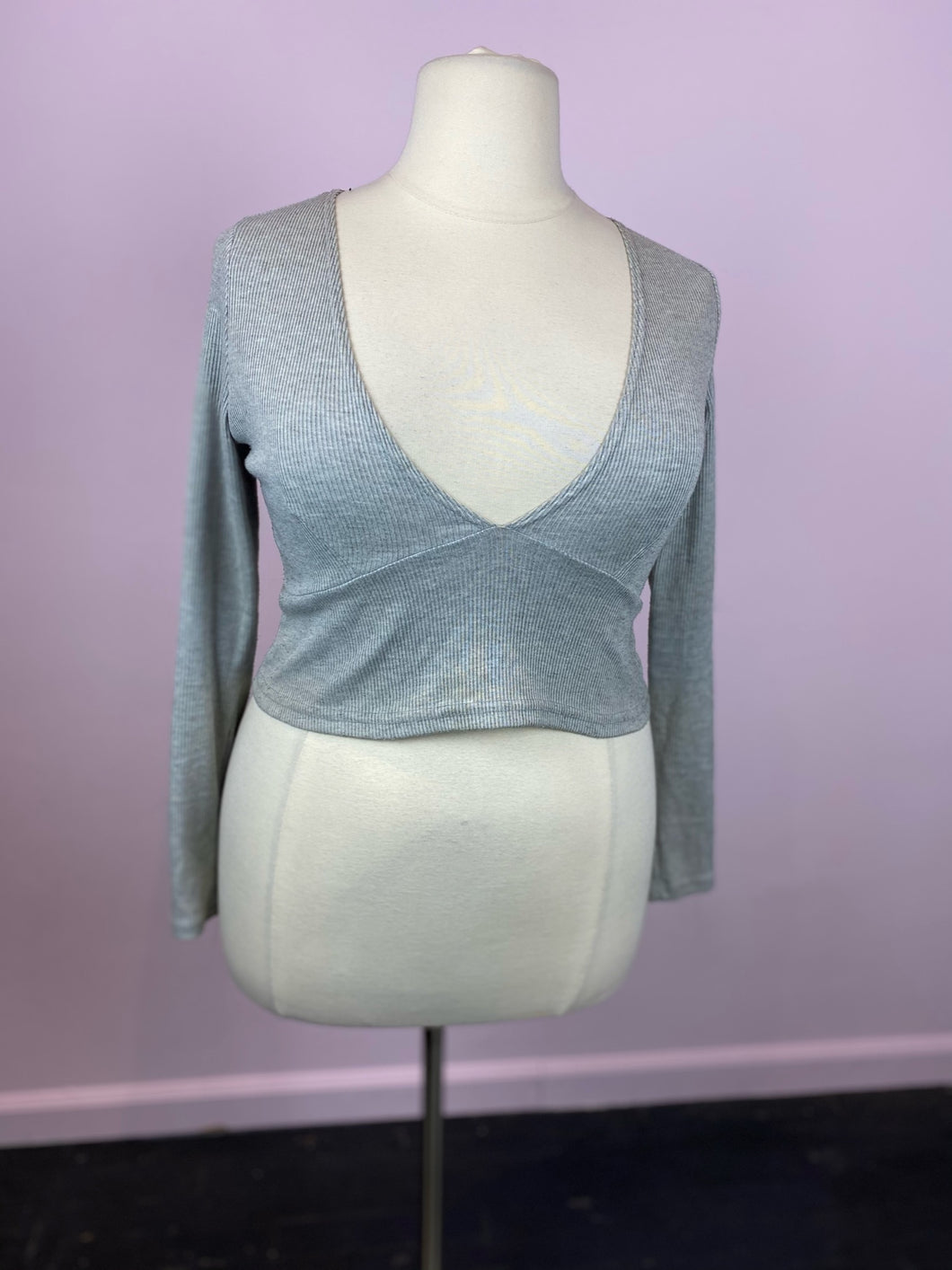 Light Gray Scooped V-Neck Long Sleeve Crop Top by Boohoo, Size 14