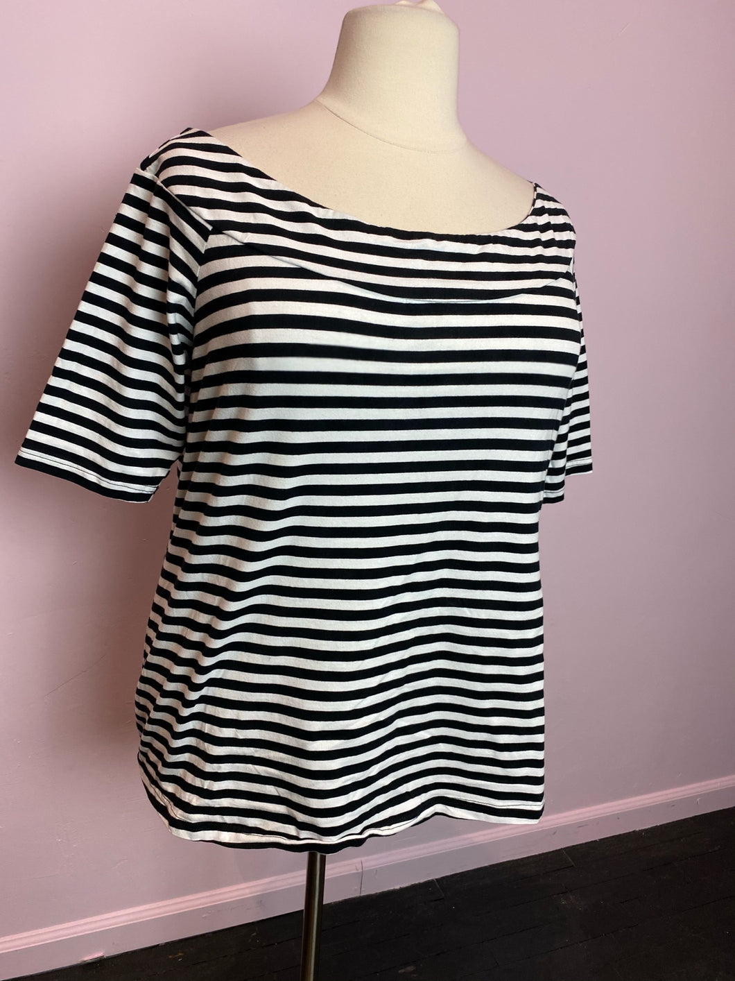 Black and White Striped Mock-Marilyn Collar City Chic Top, Size 22