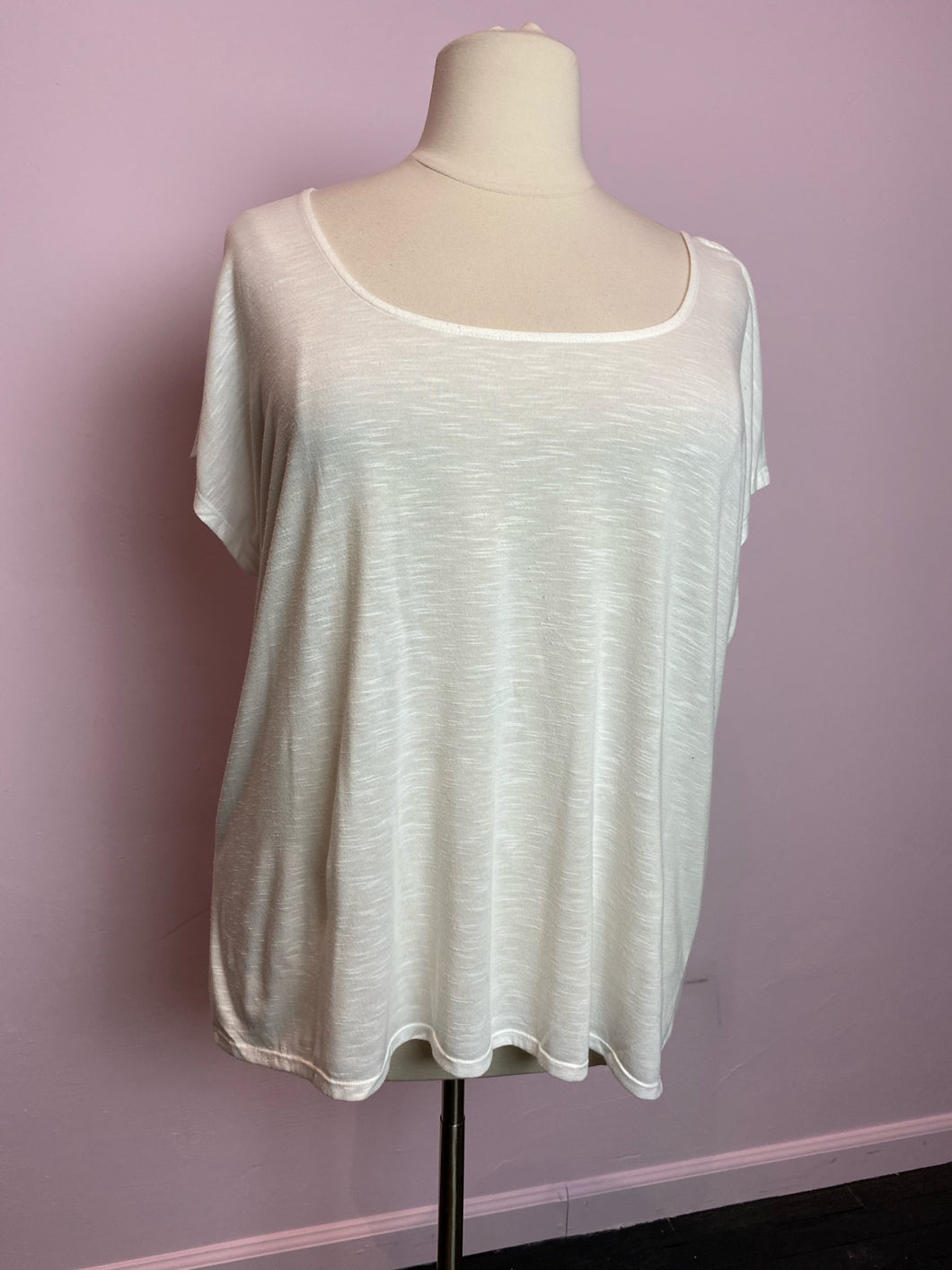 Heather White Lightweight Short Sleeve Torrid Top, Size 1X/2X