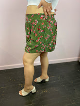 Load image into Gallery viewer, Olive Green Gauze Floral Print Tap Shorts, Torrid Size 3