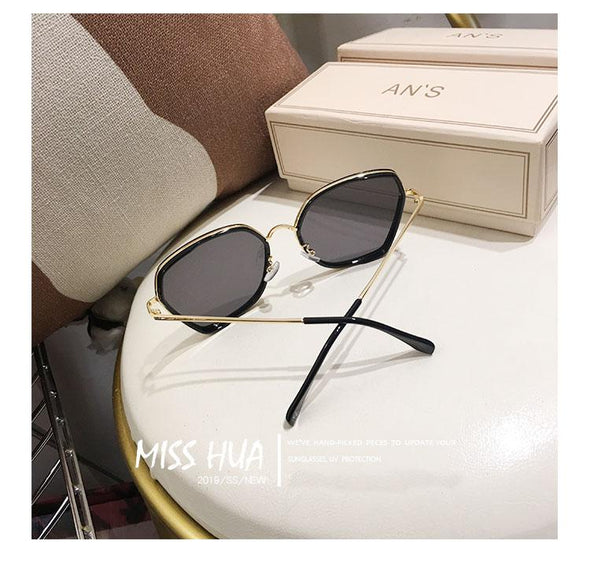 Women Luxury Classic Eyewear Female Sunglasses Original Brand Designer Sunglasses Pierced Sun Glasses Fashion UV400