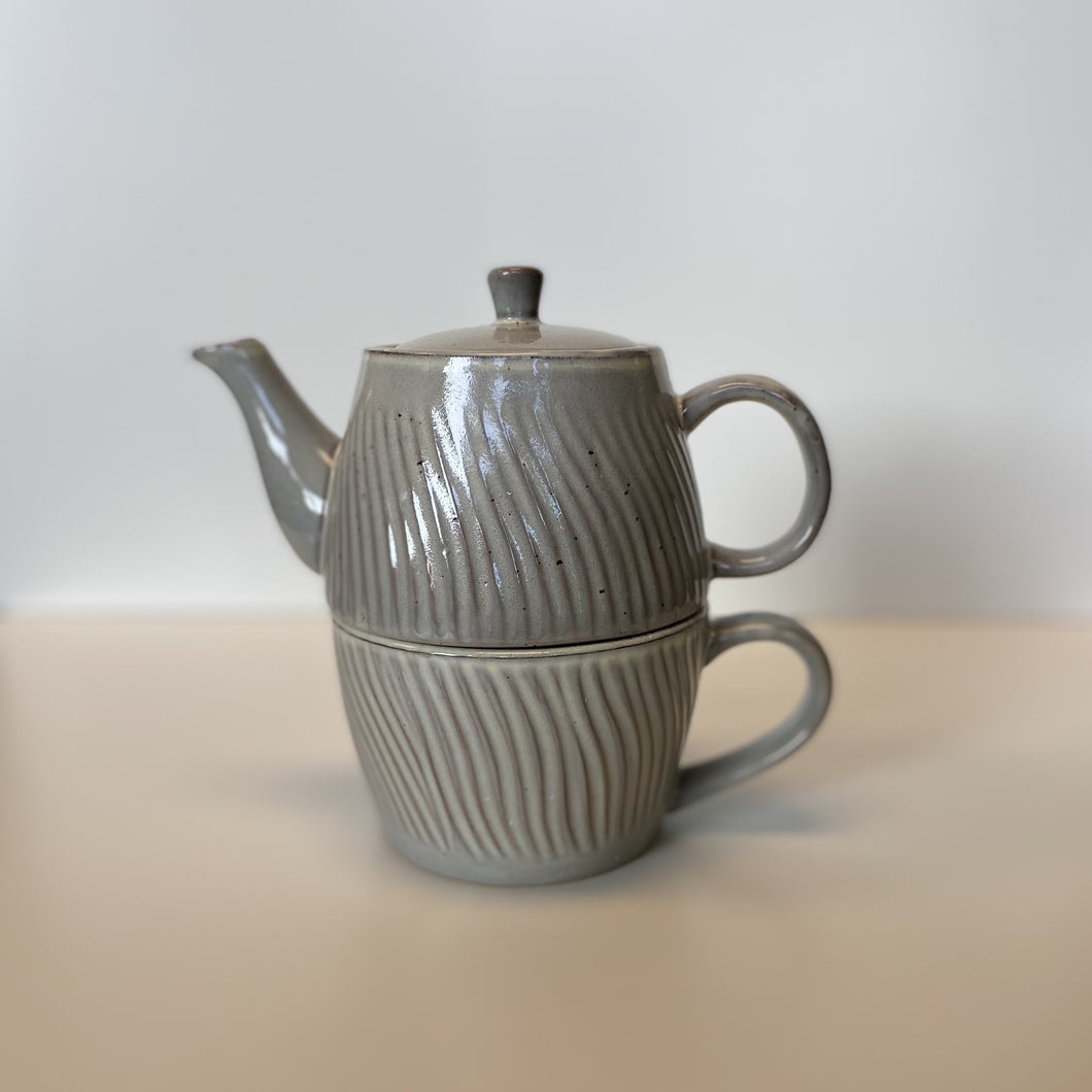 Debossed Stoneware Tea Set for One