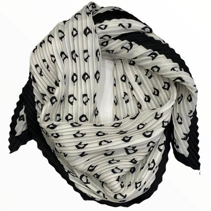 White and black chic pleated scarf