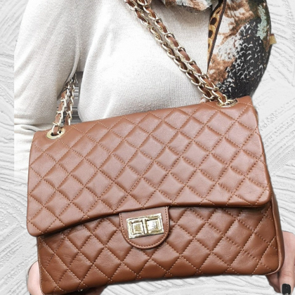 Chic taba quilted leather evening bag with gold chain