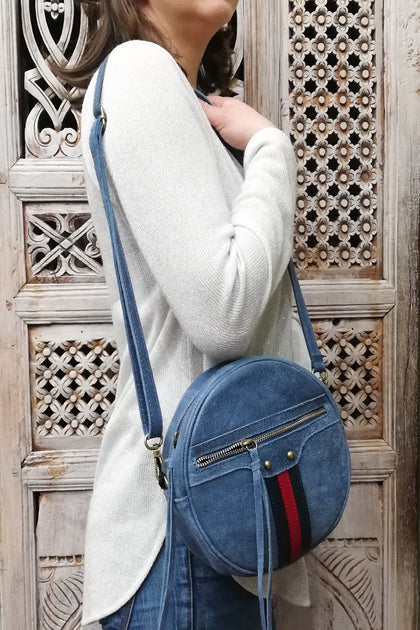 Easy blue jeans round zip leather bag