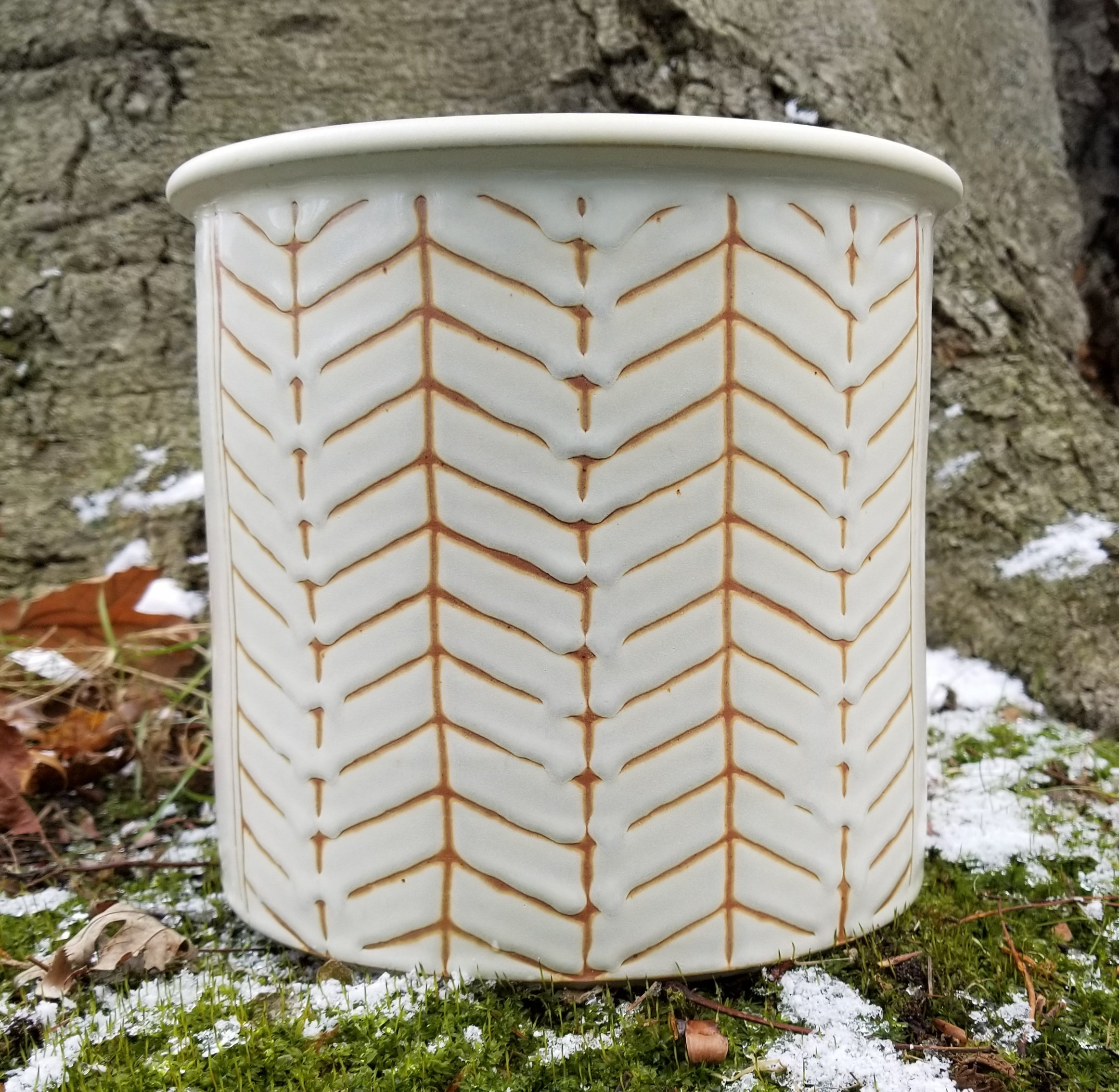 Utensil Holder in Eggshell Chevron Pattern - Large