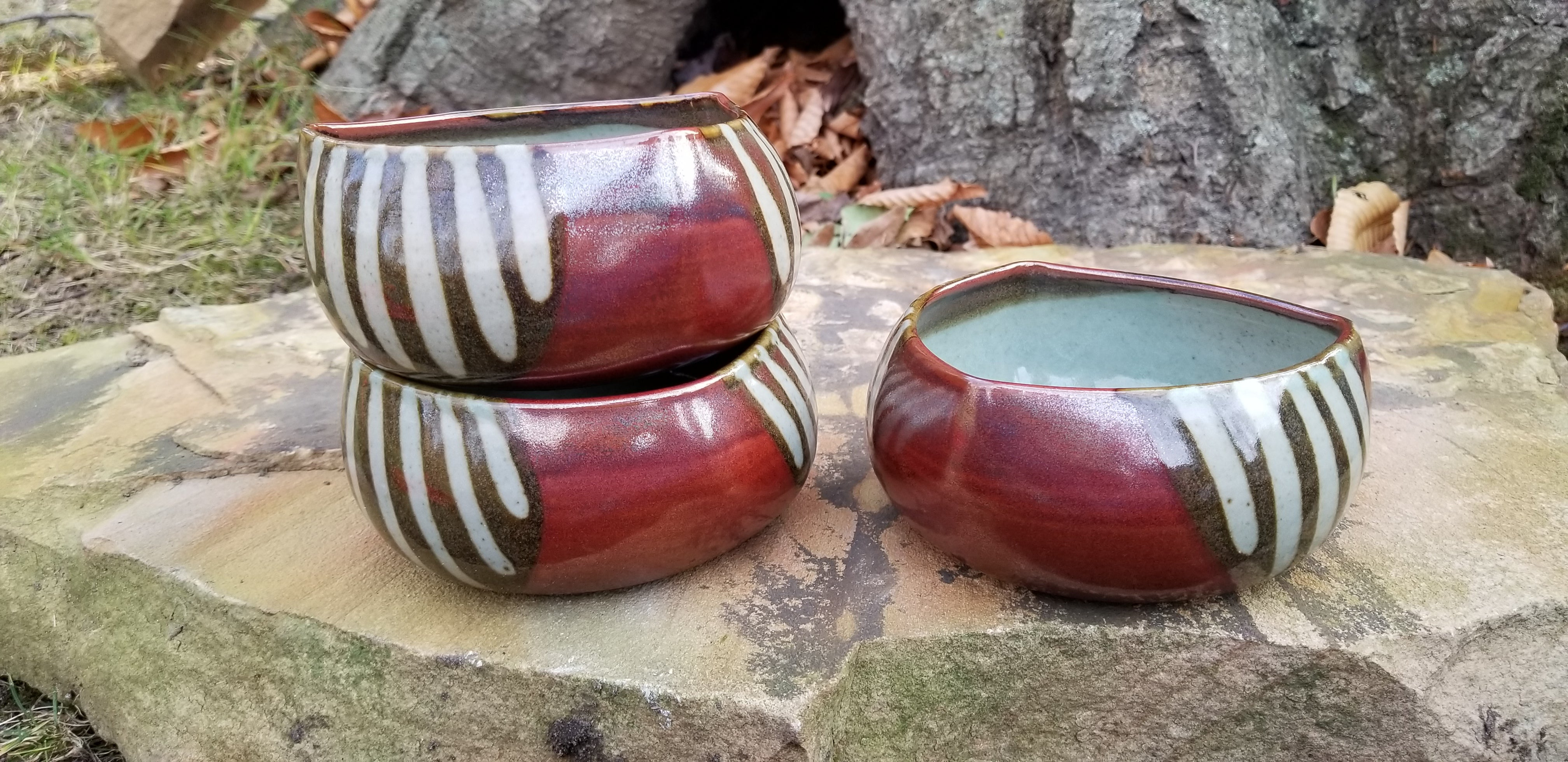 Triangular Salad Bowl in Red Stripe Pattern