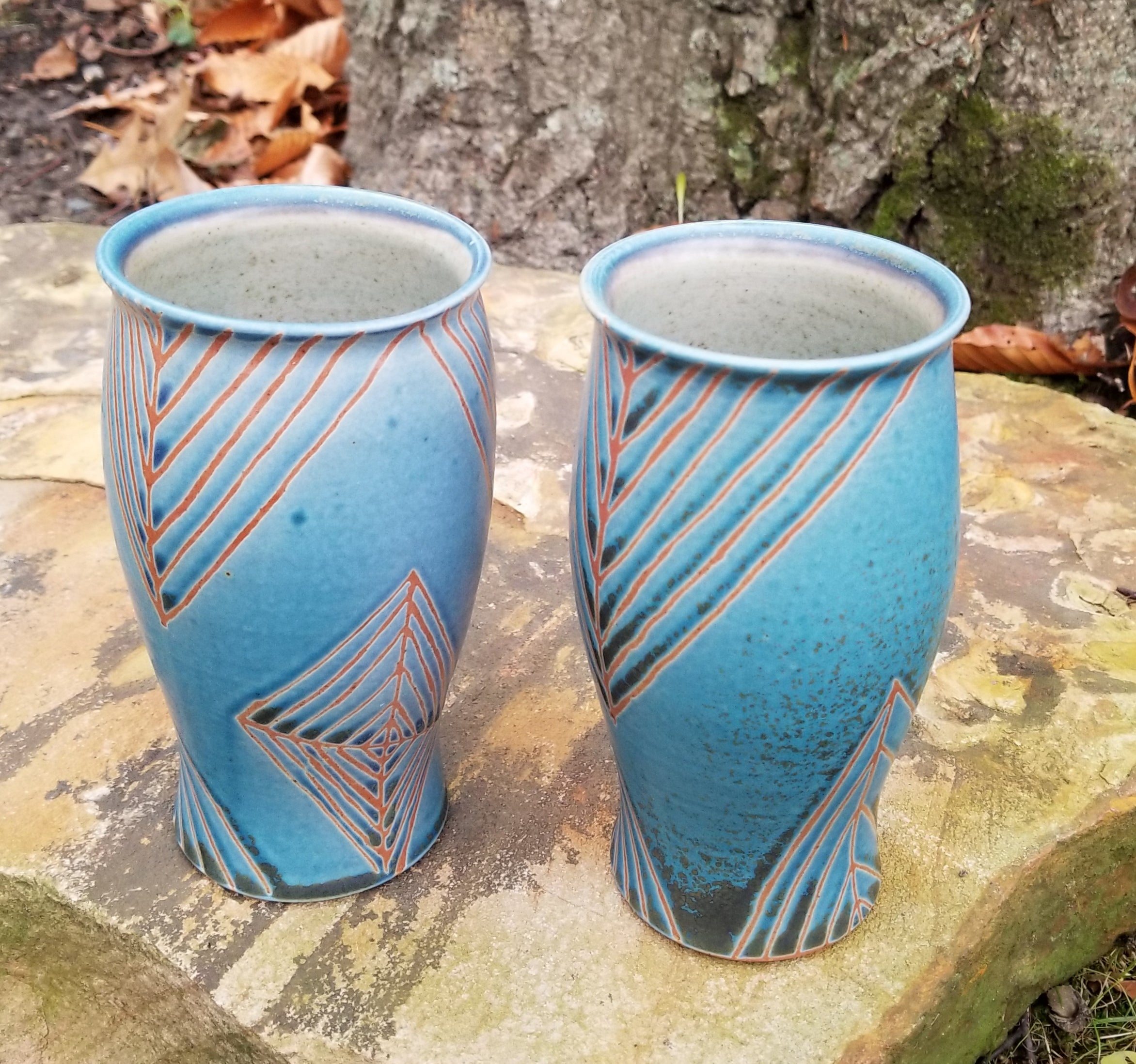 Tumbler in Blue and Orange Quadrilateral Pattern