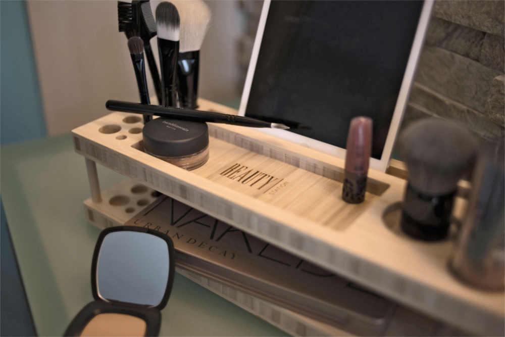 Beauty Station - Makeup holder - Træprodukter til din boligindretning i høj kvalitet