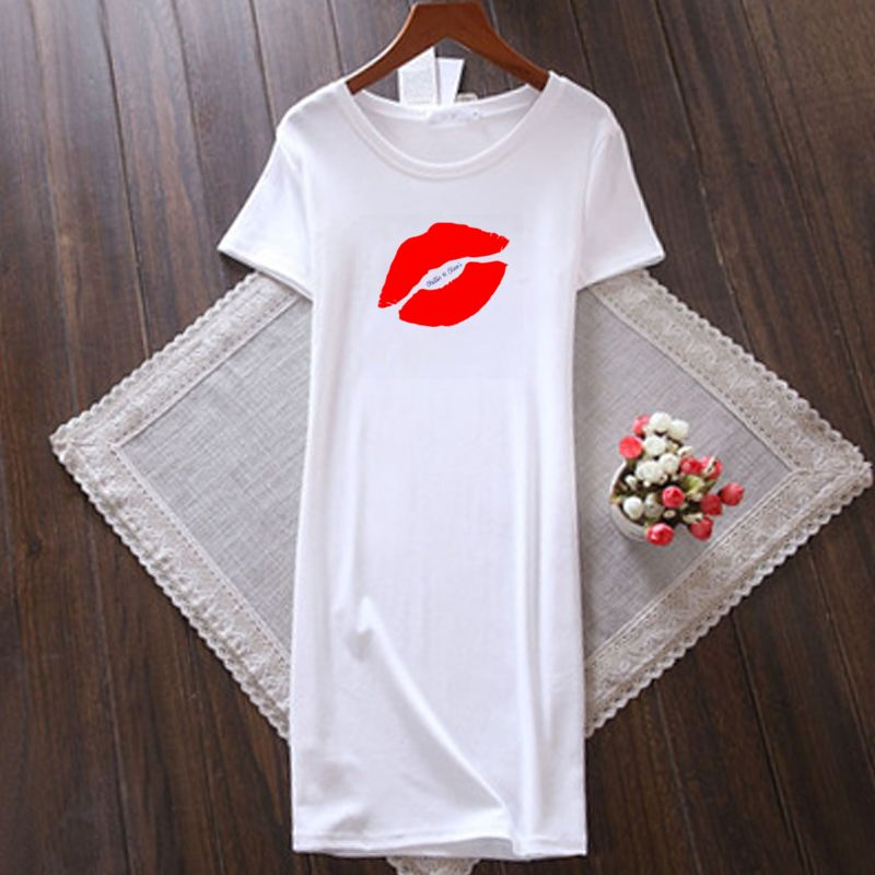 Red Lips with Blue Chillin @ Choo's Women's Round Neck T-Shirt Dress