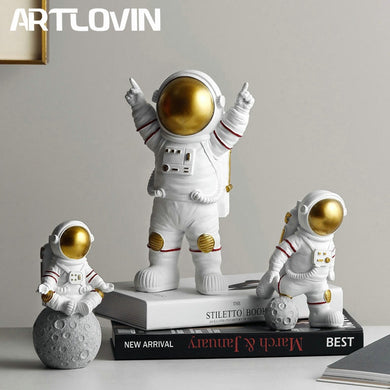 Resin Astronaut Figurines Fashion Spaceman With Moon Sculpture Decorative Miniatures Cosmonaut Statues Gift For Man & Boyfriend