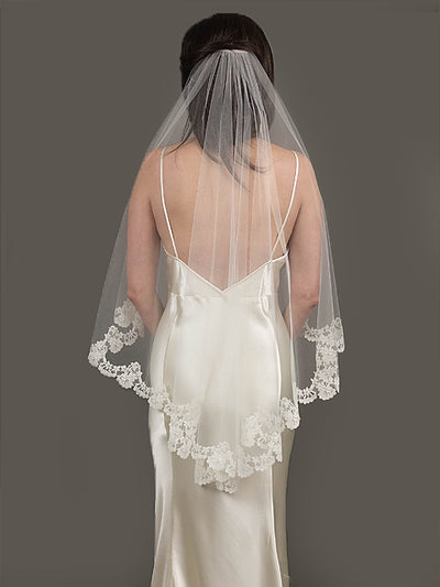 Carolyn Chantilly Lace Veil | Silver Moon