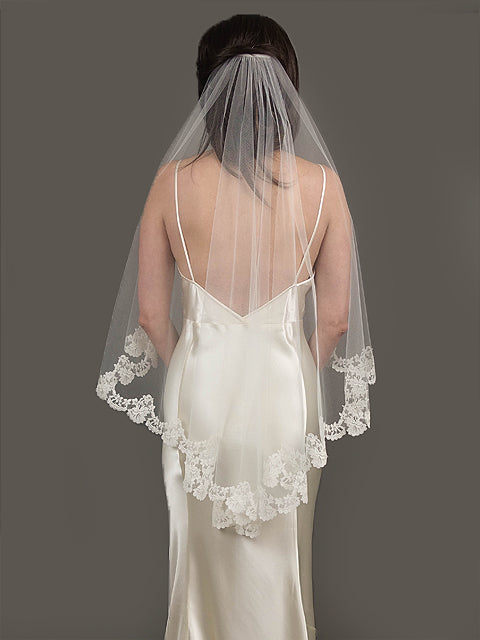 Carolyn Chantilly Lace Veil