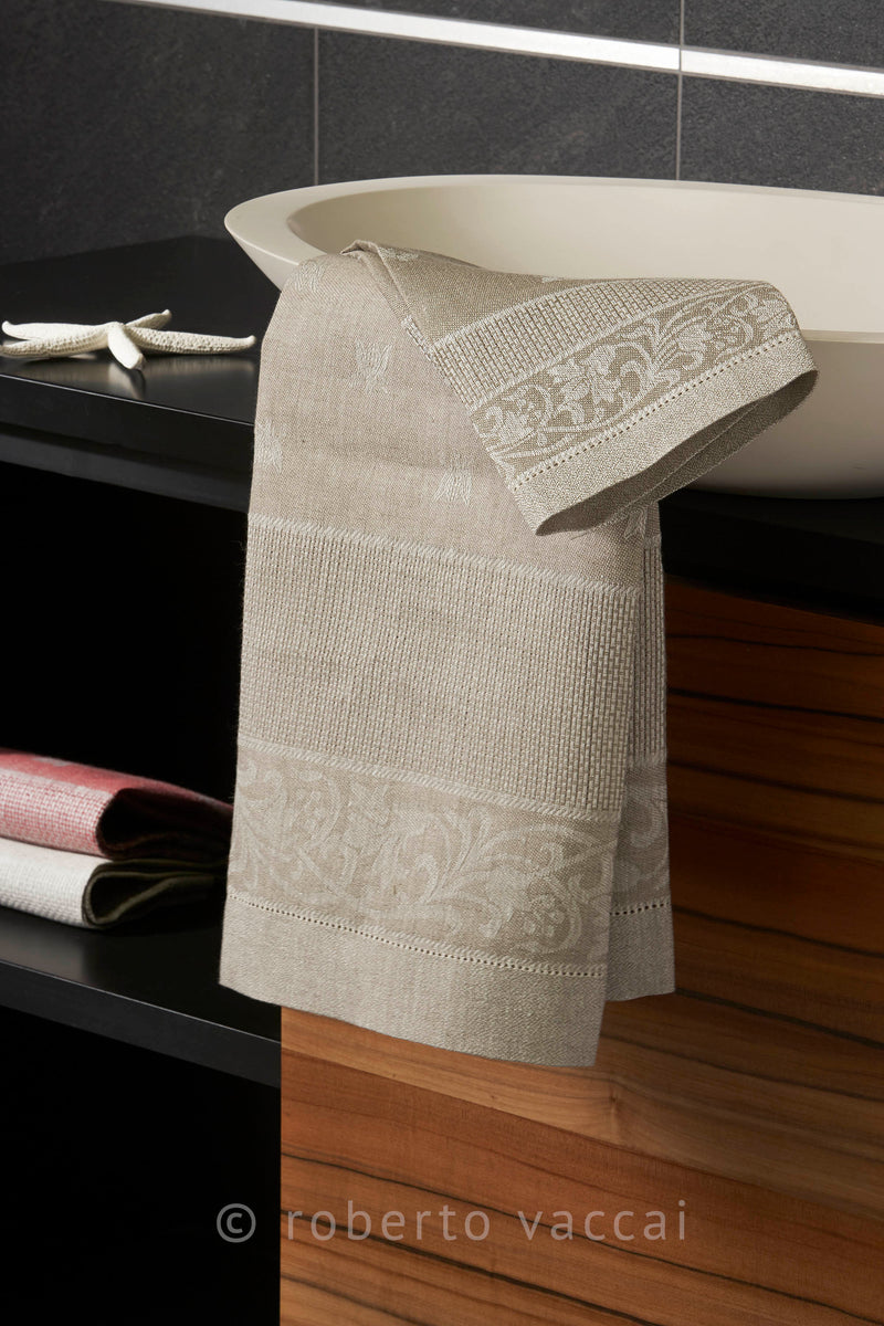<transcy>PAIR OF RUSTIC PURE LINEN BEE TOWELS</transcy>