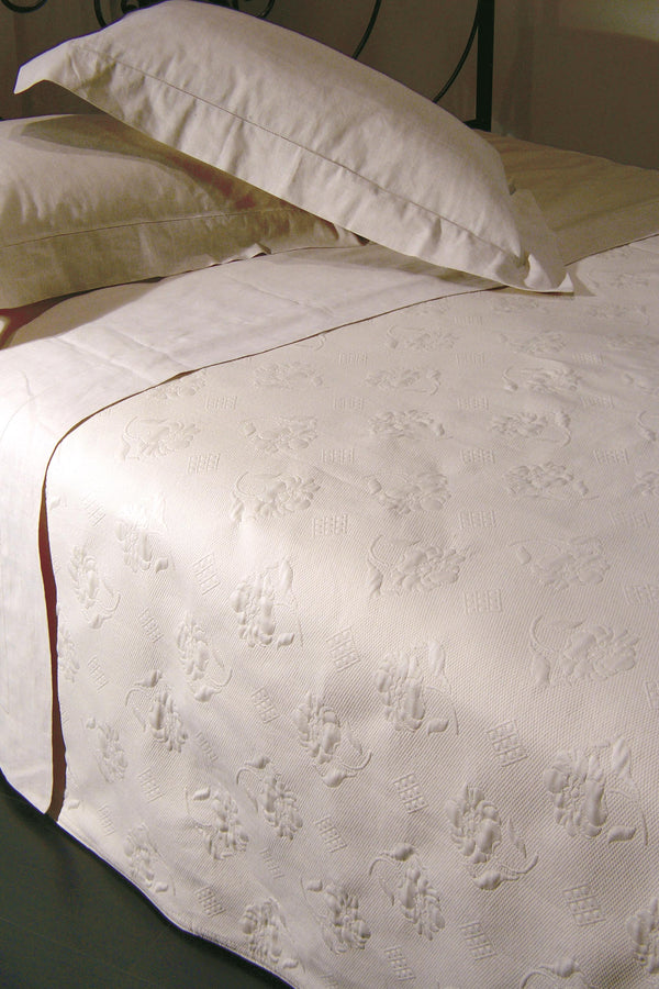 <transcy>SPELLO BEDSPREAD IN 100% PURE COTTON</transcy>