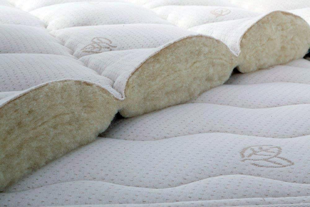 The Kangaroo mattress is finished with an organic stretch-knit cotton fabric lined with pure French sheep's wool.