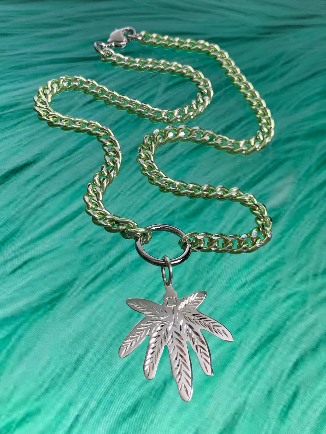 weed leaf chain necklace 💚🌬