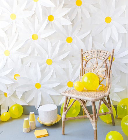 Gorgeous DIY floral party backdrop