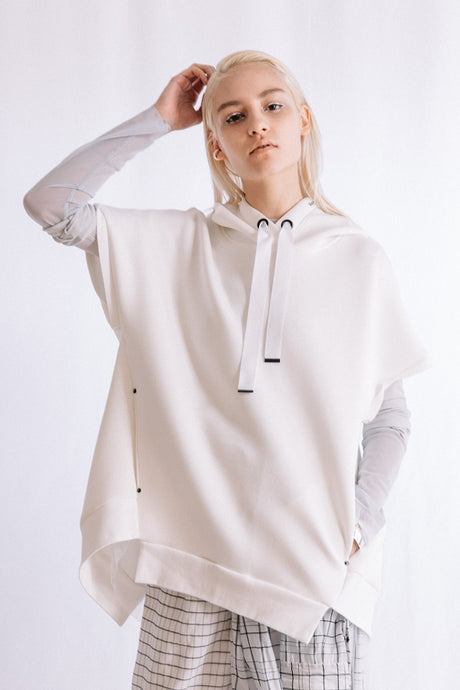 SLEEVELESS BACK PLEATED HOODIE
