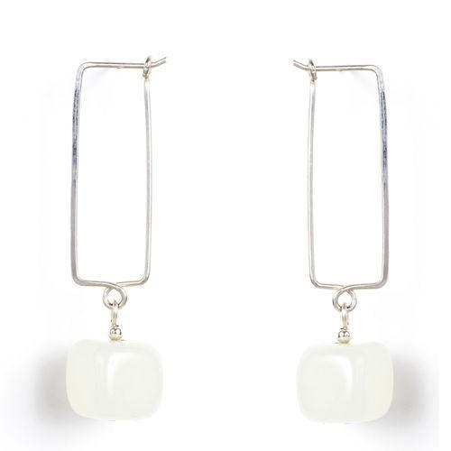 Jody Coyote Bijou Serpentinite Cube 9mm Earring