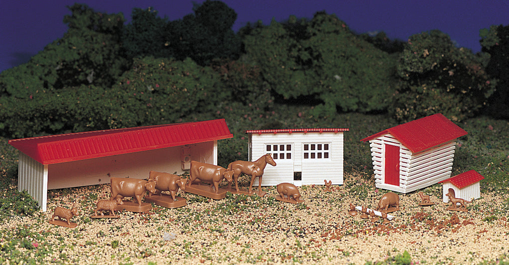 Bachmann Plasticville 45152 HO Scale Farm Buildings with Animals Kit