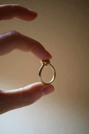 anello con nodo in oro fairtrade