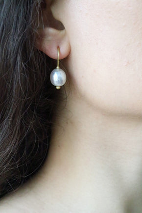Orecchini Cielo <br /> esemplare N.25 <br /> Perle South Sea <br /> Oro Fairtrade 22k
