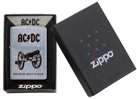 Zippo AC/DC Design For Those About To Rock Feuerzeug in geöffneter Verpackung
