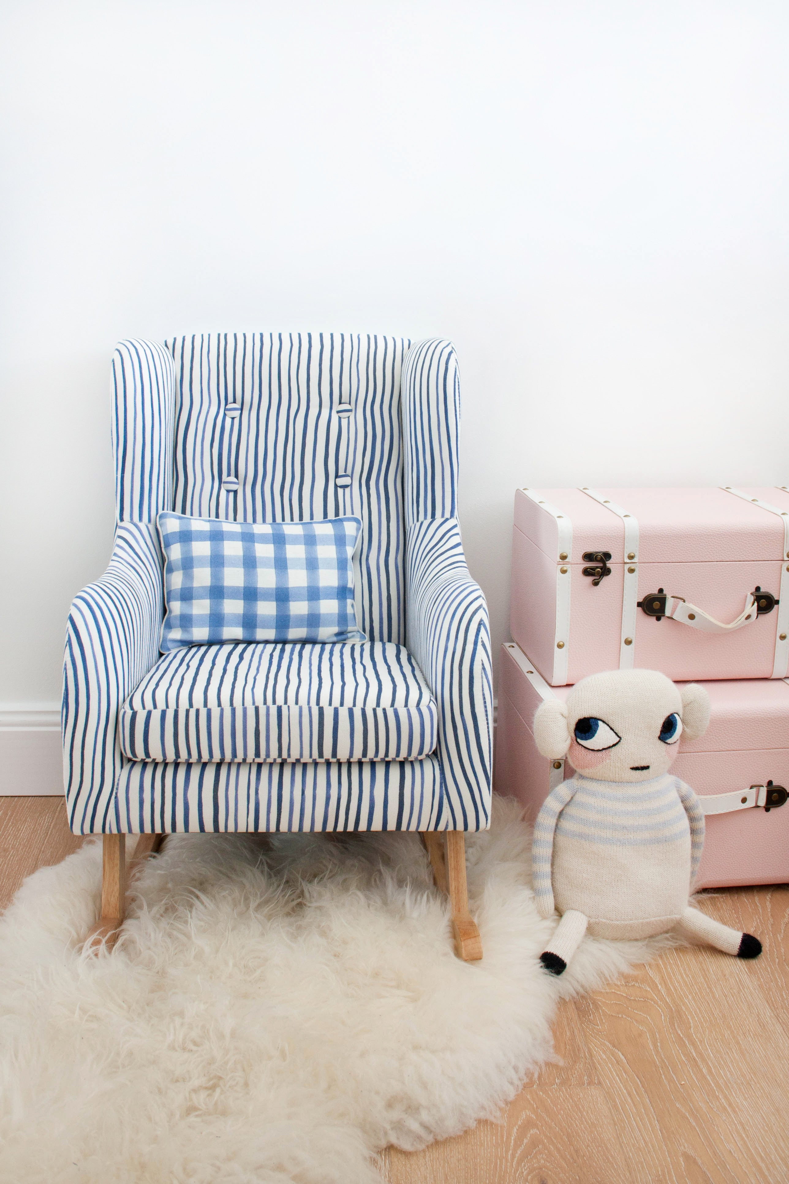 PETITE CHILDREN'S ROCKING CHAIR