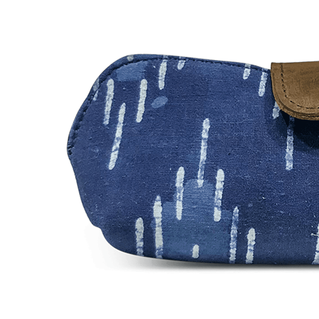 Traditional White Thin Line Patterned Indigo Fabric Print Unisex Sunglasses Case - morecurry